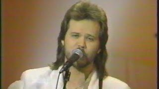 I'm Gonna Be Somebody - Travis Tritt - Live