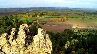 Die teufelsmauer im landkreis harz in sachsen-anhalt ist eine felsformation aus harten sandsteinen. diese felsen nördlichen harzvorland erstrecken sich au...