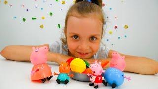 Видео с игрушками. Свинка Пеппа с родителями готовят обед