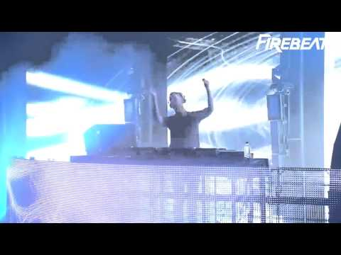 Calvin Harris @ ITunes Festival Playing Firebeatz - Where's Your Head At