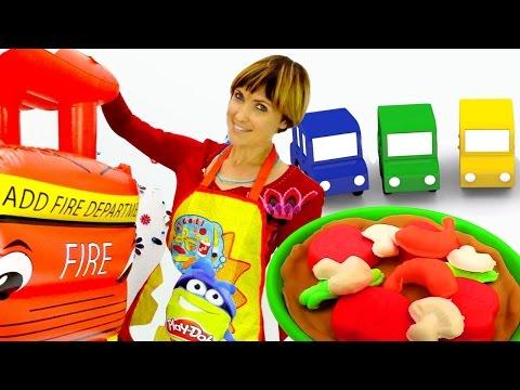 Cмотреть Видео для детей. Веселая Школа Маша Капуки Кануки делает пиццу из плей до, 4 машинки собирают мусор