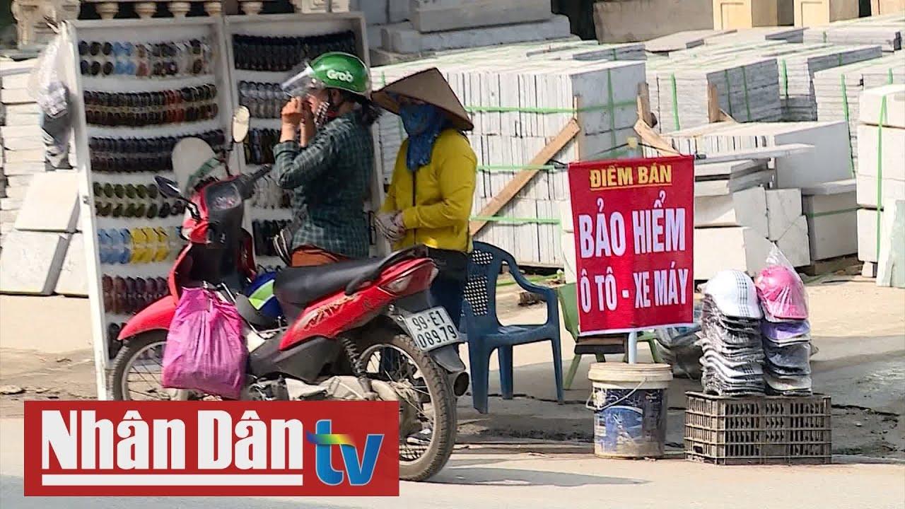 Cảnh giác trước bảo hiểm xe máy giá rẻ bày bán ngoài đường