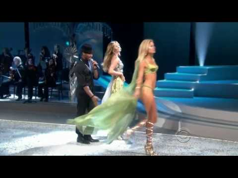 Anne Vyalitsina Victoria's Secret Runway Walk 2008 - 2011 HD