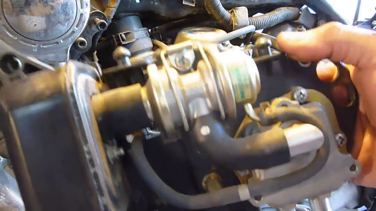 7 Yamaha Virago Vacuum Line And Cover Removal To Get To Carbs