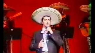 "Lorenzo Negrete interpreta ""La Cigarra"""