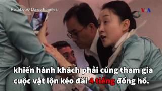 Ngôi sao nhạc Rock Mỹ khống chế hành khách say xỉn trên đường rời Việt Nam