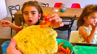 LEARN COLORS 🍕 Learning to make Pizza - Family Vlog - Children Love To Cook 👨🍳 Kinder Playtime