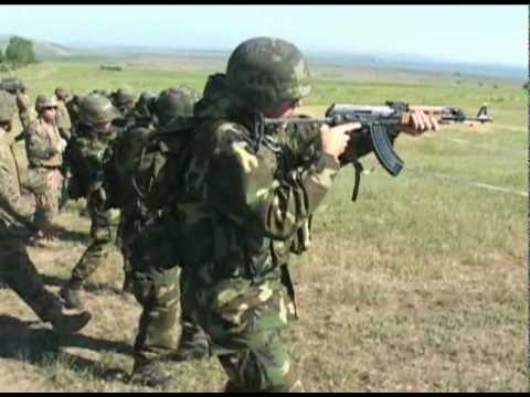 Marines train Macedonian soldiers on various weapon systems