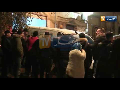 لحظة وصول جثمان المرحوم هواري منار إلى منزله العائلي بعين الترك