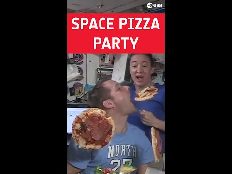 Space pizza party with Thomas Pesquet  #shorts