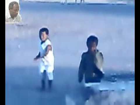 طفل سوداني يرقص مع الطنبور thumbnail