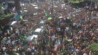 Algérie : une foule immense défile dans le centre d'Alger   AFP Images thumbnail