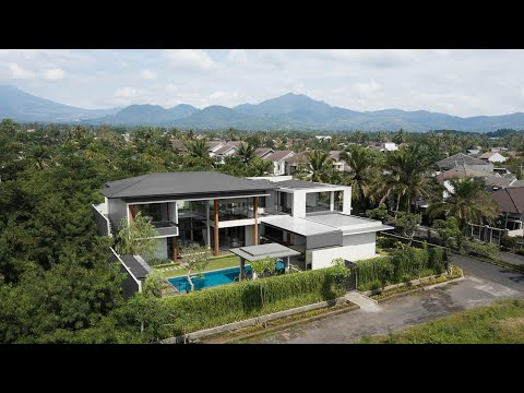 RAKTA  STUDIO . Modern Tropical House at Cianjur, Indonesia. HP House.
