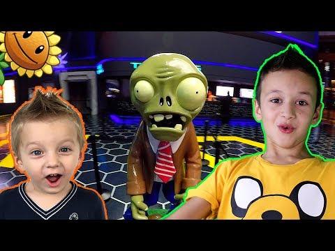 Растения против Зомби Обзор игрушек и испытание Plants vs Zombies toys