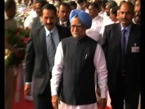 PMO gives standing ovation to Manmohan Singh during farewell