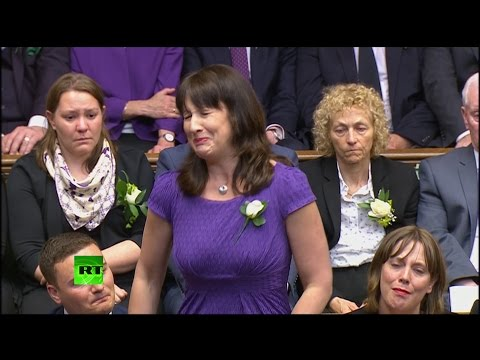 Labour MP breaks down paying tribute to Jo Cox