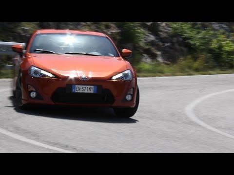 Toyota GT 86 - Davide Cironi Drive Experience (puntata pilota) ENG.SUBS