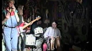 группа КУБА, песня Холодно мне, клуб ISLAND 14 апреля 1996 г.(Выступление группы КУБА в московском реггей- клубе ISLAND 14 апреля 1996 года. Песня
