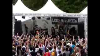 2009年のサマーソニックでのメタリカのコピーバンド。 ENTER THE SANDMA...