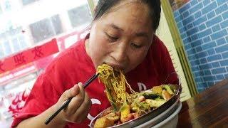 麻辣烫还能这样吃?胖妹一人吃一锅,好吃到大米都不愿意吃!太香了!【陈说美食】