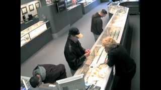 Система видеонаблюдения поймала вора в магазине(Иногда вовремя принятое решение о приобретении мощной системы видеонаблюдения может принести ощутимую..., 2013-03-19T08:22:44.000Z)