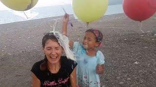 Kafada içi sürpriz dolu balon patlatmaca 2 , eğlenceli çocuk videosu