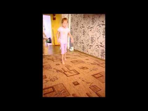 видео: Митюхляева Анна, ходьба. Январь 2015 года