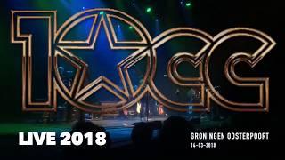 10cc live performance in Groningen Oosterpoort. De bandleden van 10...
