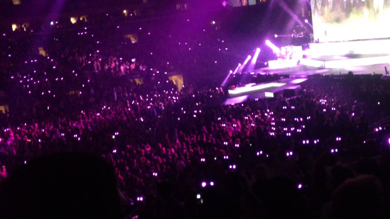 Ariana grande interactive cat ears during honeymoon ave - Ariana grande concert madison square garden ...