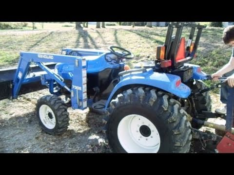 New Holland Tractor - TC33D 4x4 Boomer Compact Tractor - Start-up and on