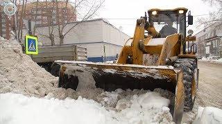 2500 КАМАЗов снега вывозят за сутки. Сможет ли дополнительная техника повлиять на ситуацию в городе?