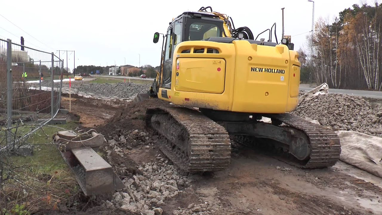 new holland excavator at a road construction outside visby 2013 youtube. Black Bedroom Furniture Sets. Home Design Ideas