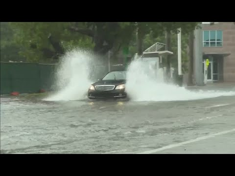 Flooding-continues-in-South-Beach-after-rainy-Memorial-Day