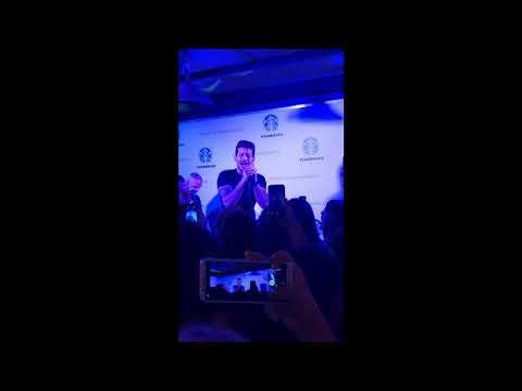 Ο Βαγγέλης Κακουριώτης τραγουδάει unplugged και οι fans του κάνουν χαμό!