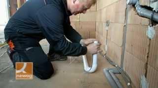 Montáž přívodu potrubí pro štěrbinovou zásuvku do kuchyně