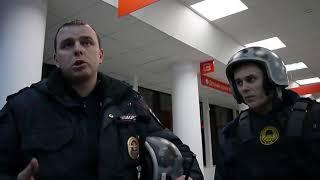 Как разговаривать с полицией. Юрист Антон Долгих пришёл в МФЦ за документами