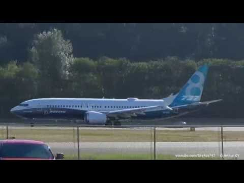 Boeing 737 MAX take off from Boeing Field