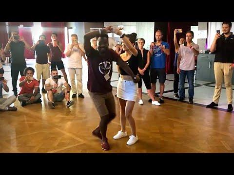 Bailando Merengue Mambo Callejero