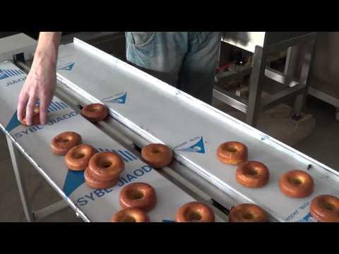 Упаковка пончиков во флоупак на горизонтальном упаковочном станке HDL-450D.