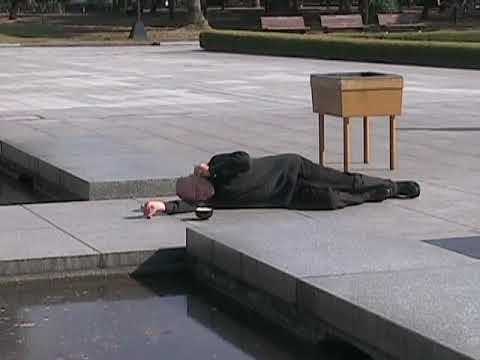 Boris Nieslony performance in Hiroshima Peace Site, Japan/広島平和記念資料館