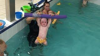 Разминка для грудничков-Обучение плаванию в бассейне в Минске для детей (Курсы,Секция,занятия)