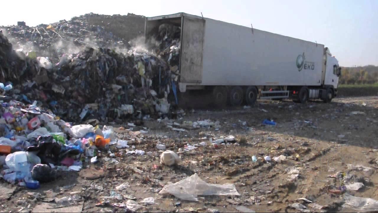 Rozadunek odpadw z ruchomej podogi walking floor
