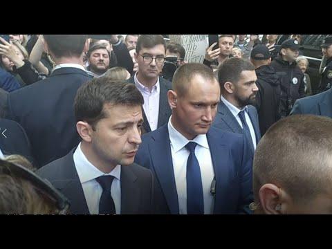 Зеленский в Одессе: одесситы окружили президента со своими проблемами