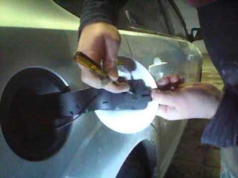 Как снять лючок бензобака форд фокус 1 видео