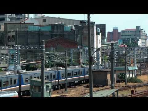 [HD] The Taiwan TRA Local Train EMU 700 at Changhua Station