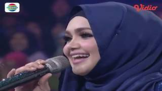 Video Om Telolet Om versi Siti Nurhaliza bikin Ngakak (Konser Kemenangan D'Academy Asia 2) download MP3, 3GP, MP4, WEBM, AVI, FLV Agustus 2017