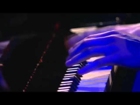 Avishai Cohen - 'Dreaming' live (Jazz Sous les Pommiers, 2013)