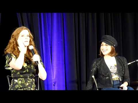 Lana and Bex Gold Panel :D OUAT Burbank 2017