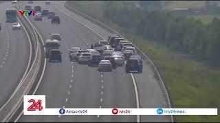 Cảnh sát gửi giấy mời nhiều tài xế dừng xe trên cao tốc đến làm việc   VTV24
