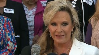 Roy Moore's wife: He will not step down